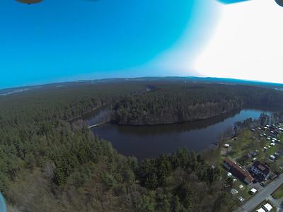 See und Großteil des unteren Platzes sehr hoch über Spielplatz bis Brücke und Weichselbrunner Weiher