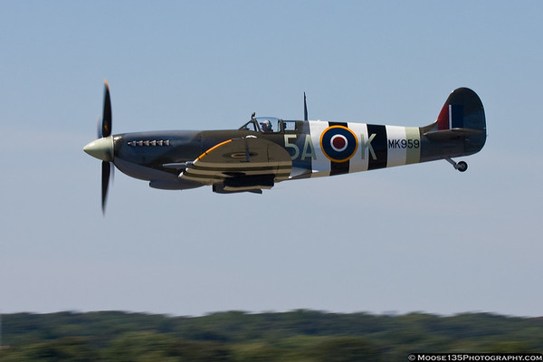 September 6 - With the gusty winds a thing of the past, Tom Duffy was able to show off his Spitfire.
