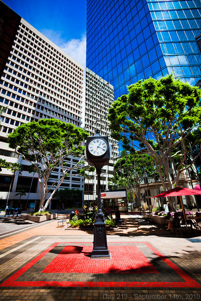 Today, I slept in later than usual in an effort to catch up on sleep. Later, I headed to downtown Honolulu to meet up with a client, then walked around for a bit with my camera since I'm rarely in that area. I love the tall buildings here - the 'city-ness' is so awesome!