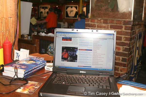 photo by Tim Casey<br /> <br /> The seventh Gator Country Caravan stop was broadcast live on the internet on Tuesday, July 29, 2008 at the Press Box Sports Bar in Tampa, Fla.