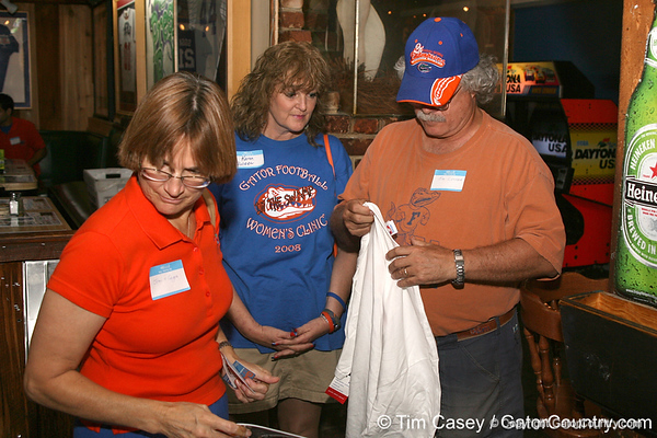 photo by Tim Casey<br /> <br /> Guests pick up a complimentary t-shirt during the seventh Gator Country Caravan stop on Tuesday, July 29, 2008 at the Press Box Sports Bar in Tampa, Fla.