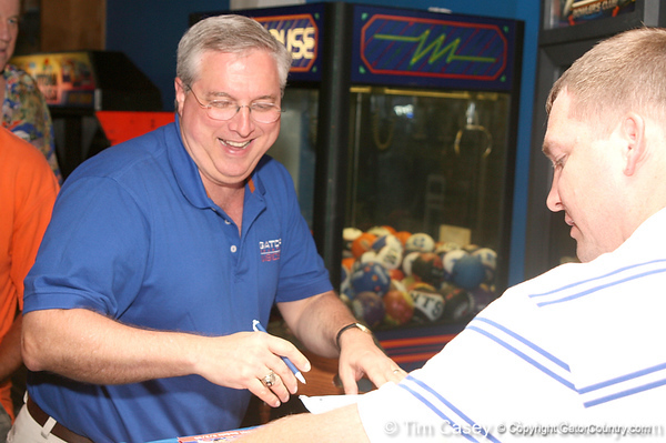 photo by Tim Casey<br /> <br /> Guests sign in during the seventh Gator Country Caravan stop on Tuesday, July 29, 2008 at the Press Box Sports Bar in Tampa, Fla.
