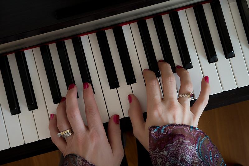 hands photo 2000