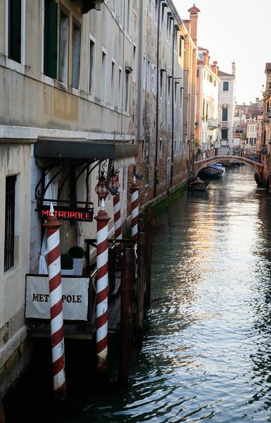 Venice, Metropole Canal