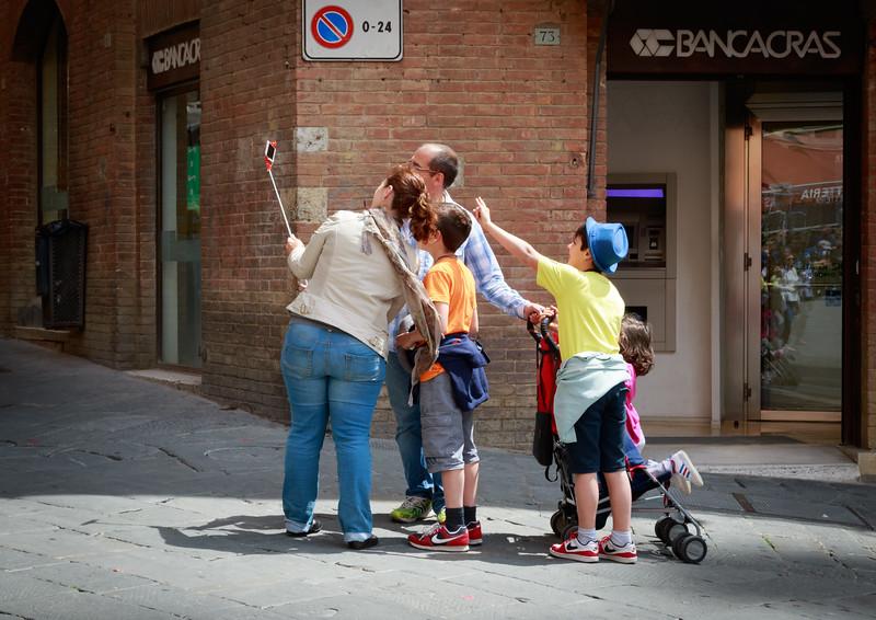 Family Selfie, Siena