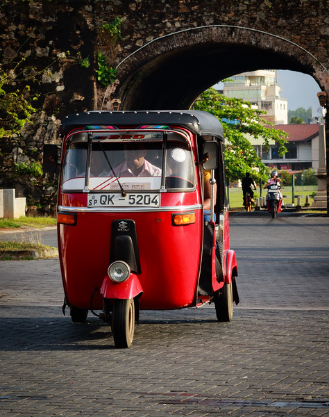Tuk Tuk entering the Fort