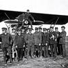 1929  – 8e Escadrille du 37e Régiment d'Aviation à Meknès sur l'hélice d'un Potez 25 avec le S/Lt Guia, les Sgt Drevet et Argenti, etc…
