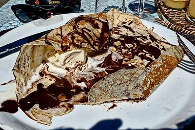 Crepe a la glace vanille et du chocolat