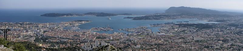 Vue sur port de Toulon, Mont Faron, Toulon, Provence, France; © Joerg Muehlbacher