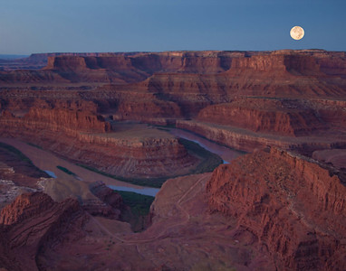 Moon over Deadhorse Point sm
