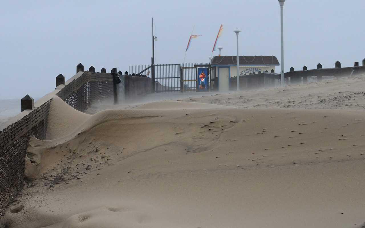 Too much blowing sand rain to get any pier shots.........