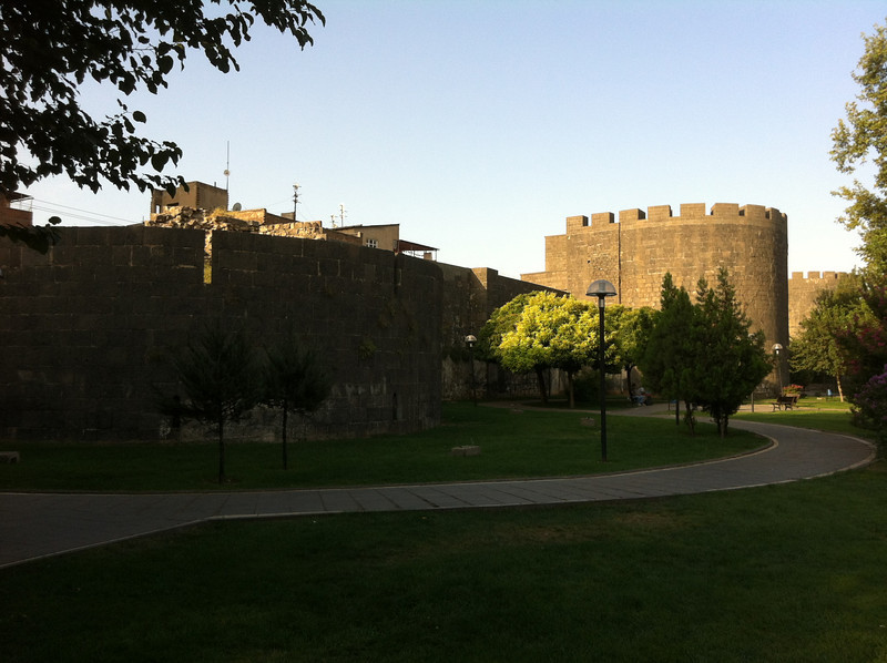 City walls of  Diarbekir (Dikranagert).