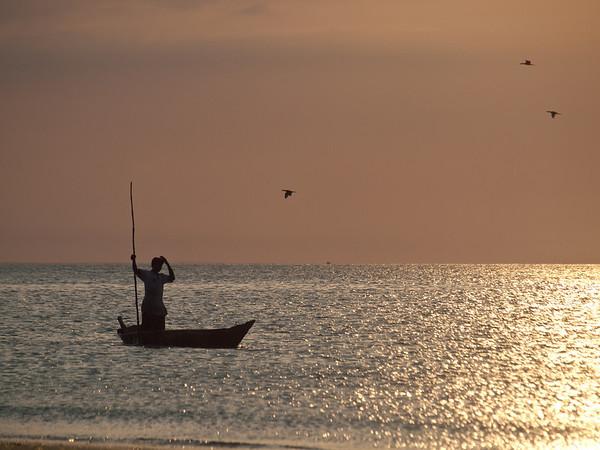 Fisker ved stranden av Stone Town (Foto: Ståle)