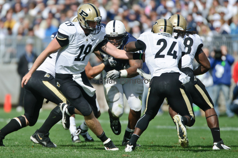 BRIAN POMEROY   Senior Photographer<br /> Purdue quarterback Caleb TerBush (19) hands the ball off to Akeem Shavers (24) during the game against Penn State.