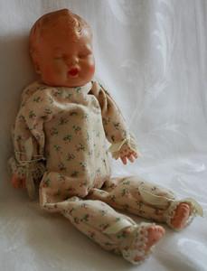Musical doll w/turning head