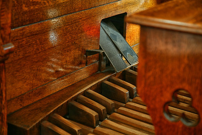 I just love old pipe organs...I grew up watching my mom always practicing at the Presbyterian Church, in Forest.  If those pedals could just talk...lots of old stories...