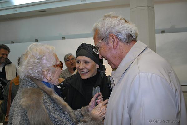 Carlos saludando a Nina y Ceci.