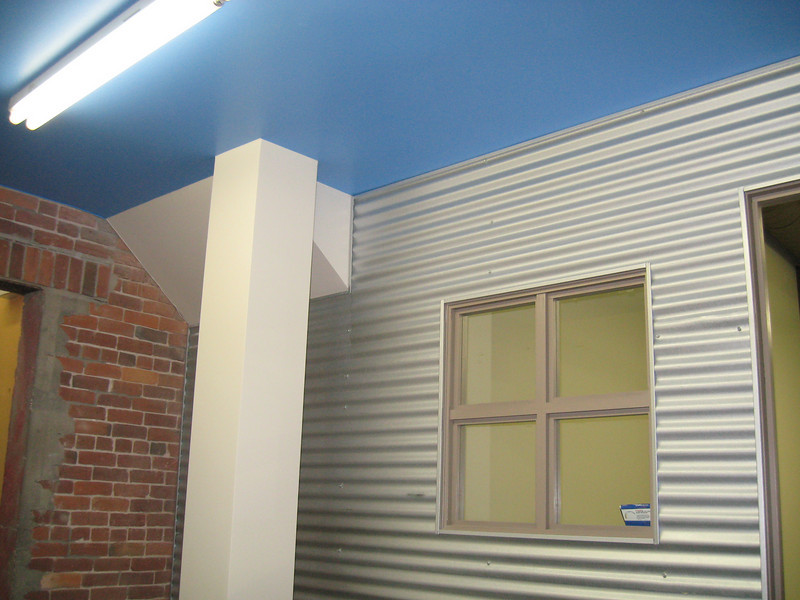 Nice contrasting colours in the entrance