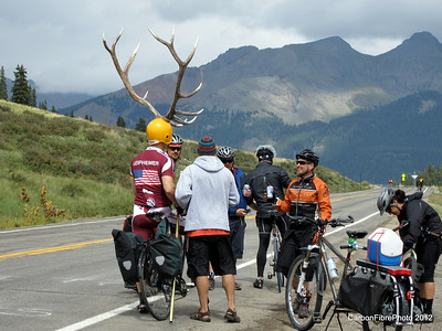 Antler Man discusses running strategy with his fans, Lizard Head Pass.