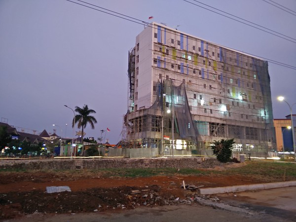 Hotel by the Mall in Progress