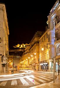 4.365  Ia lançada para tirar fotografias das luzes de Natal, mas parece que me atrasei porque elas apagam cedo.  O que vale é que Lisboa é sempre muito fotogênica.