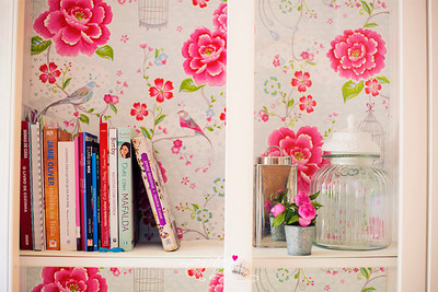 6. 365  Hoje foi dia de decorações caseiras, e forrar um móvel com papel de parede.