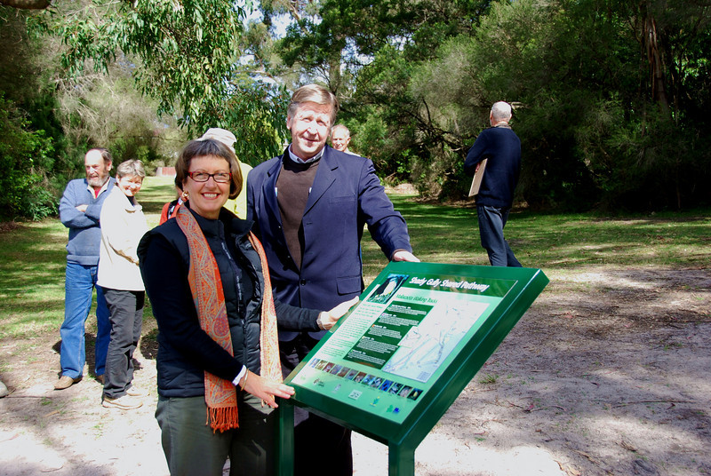 Mendy Urie EGSC, David Tainsh DSE, open the Shady Gully Pathway at Mallacoota