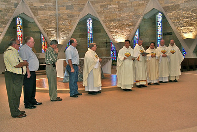 Fr Vien invites the out-going and incoming administrations to the front of the chapel.