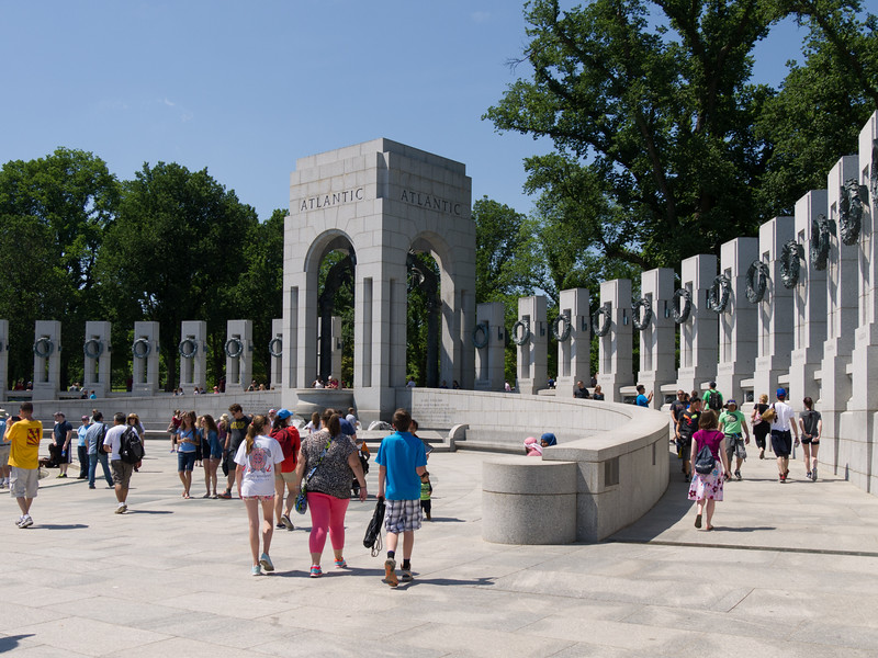 WW II memorial - one pillar with wreath for each state