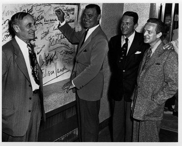 Signing wall Clark Gable- Copy