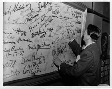 SigningWall_Ronald Reagan