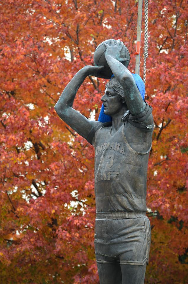 Installation of the Larry Bird Statue on the southwest corner of Hulman Center.