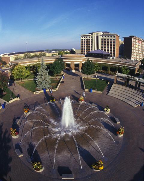dede_plaza_fountain_above2