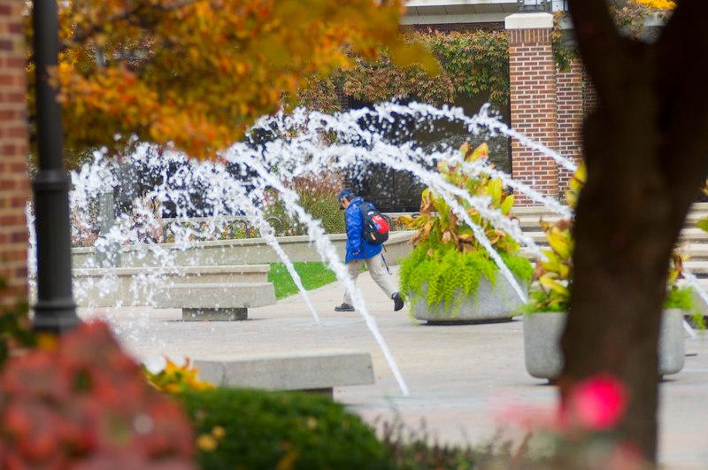 fall_dede_dede_plaza_fall_flowers_fountain007