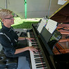 Love the pianist's suspenders