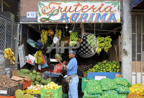 m328, Fig 7.1 / CO7: a food market scene in Panama where we can read the labels on the food.  NO DAL OPTIONS AVAILABLE<br /> Choice 1 of 11