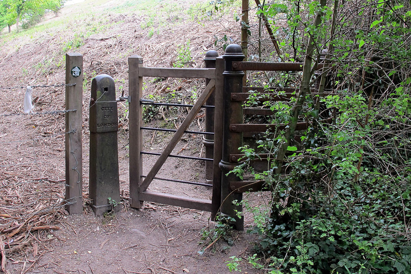 Note the 'City of London' on the gate post.   Old street furniture like this was sent in ships as ballast from London while collecting cargoes of Purbeck Stone in the 19th century, and can be found all around the area.