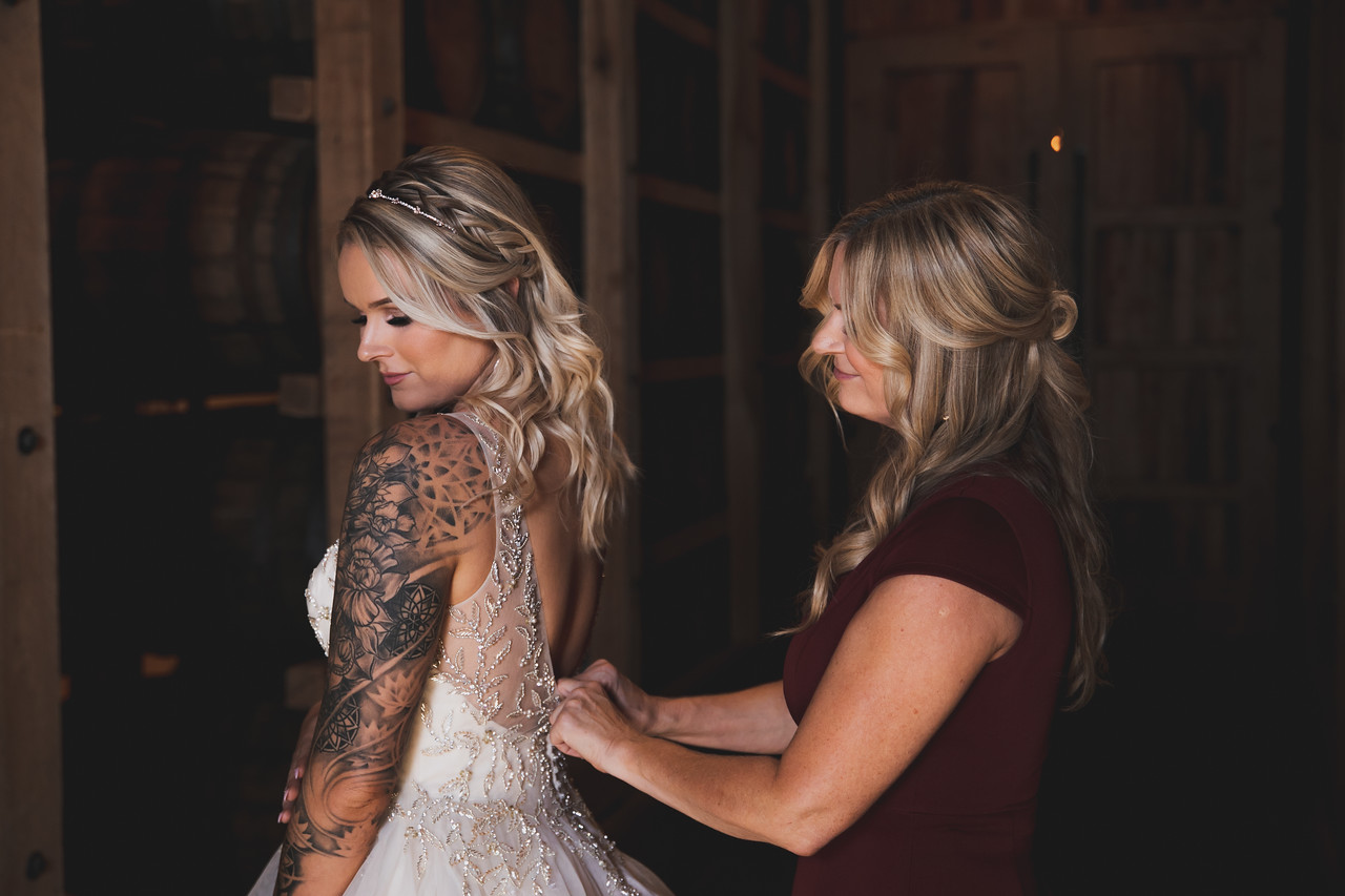 Tulsa bride with stylish wedding hair style