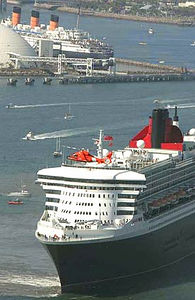 QM2 meets Queen Mary