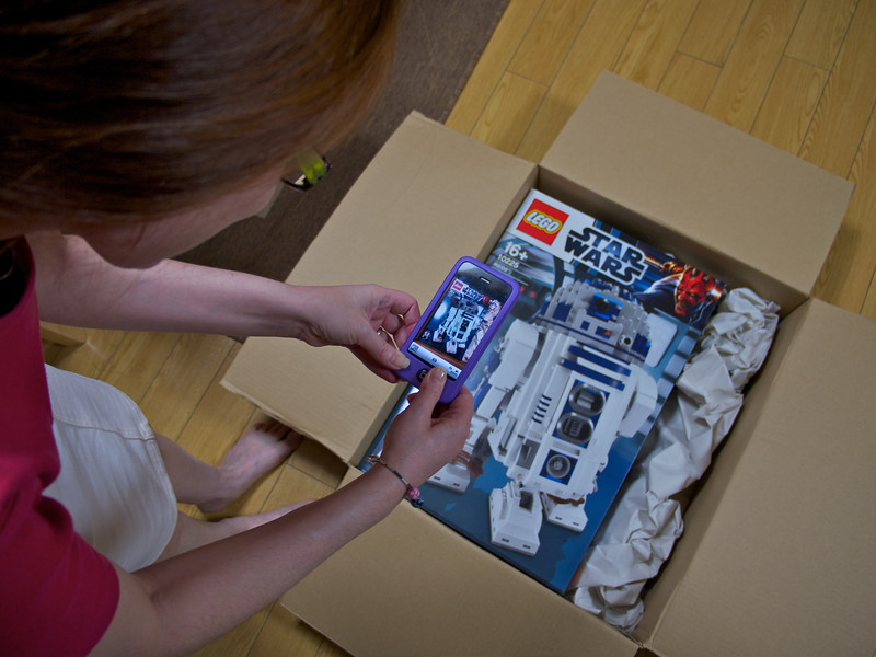 Unboxing of the R2D2 Lego!