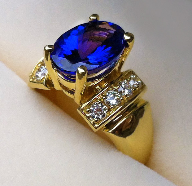 "QUADRUPLE ""A"" 4.75 CARAT TANZANITE & WHITE DIAMONDS"
