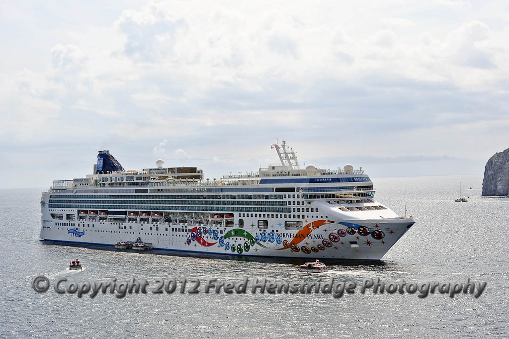 Norwegian Pearl NCL cruise ship at Cabo,