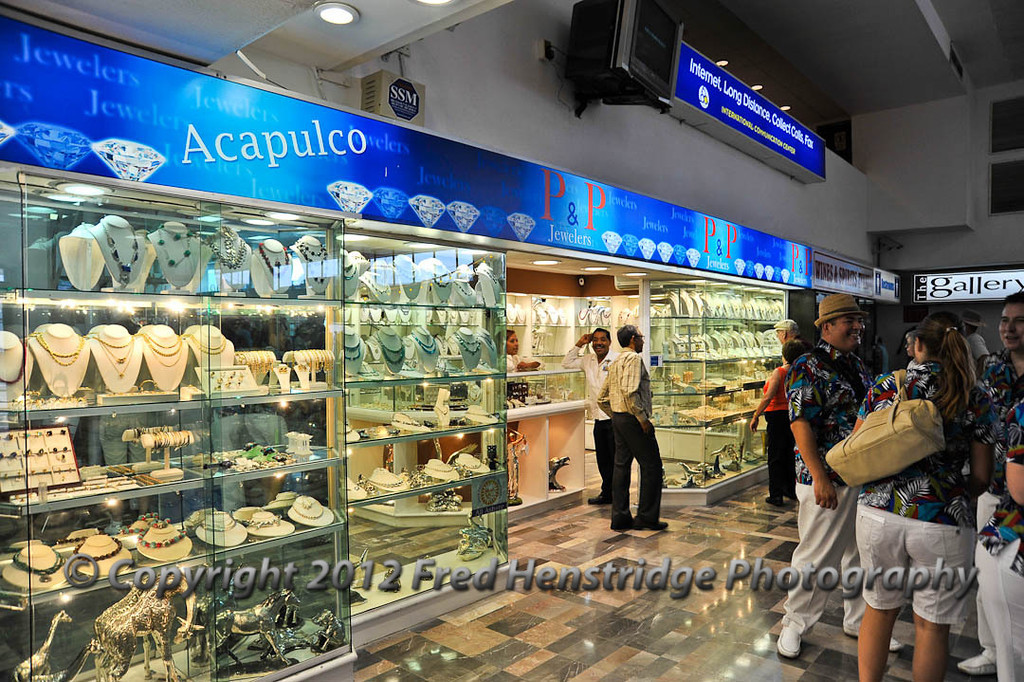 The last opportunity to buy something prior to boarding the ship in Acapulco