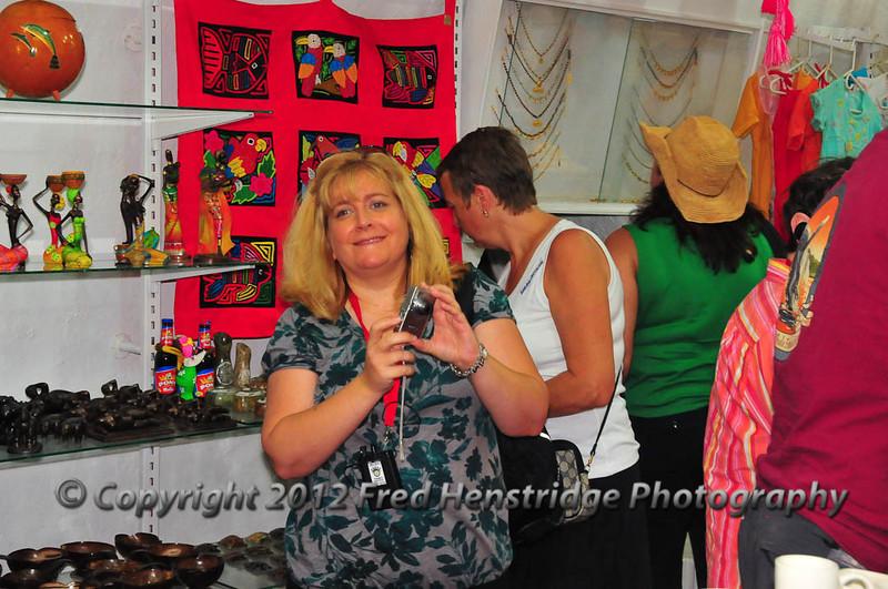 Lisa shopping in Dungeon No.1, Las Bóvedas shopping district, old town Cartagena