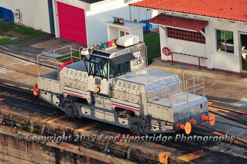 Electric locomotive (mule) that pulls the ships through the locks