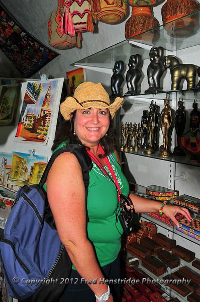 Gwen shopping in Dungeon No.1, Las Bóvedas shopping district, old town Cartagena