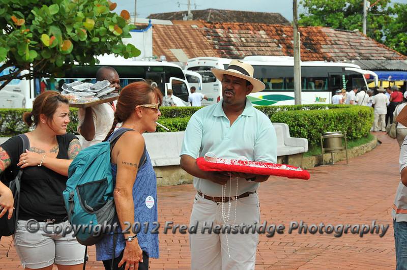Street hustlers at the Castillo de San Felipe de Barajas