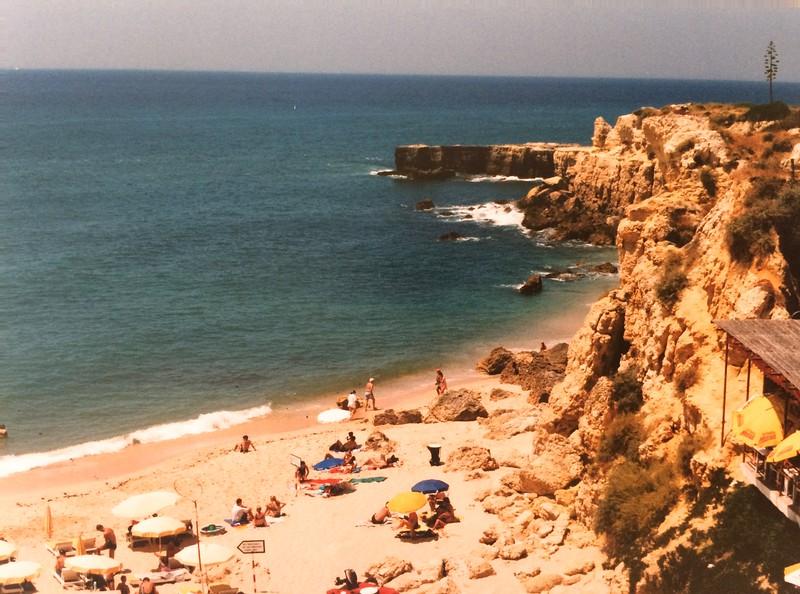Kleine strand Ponta do Castelo, westelijk van Albufeira