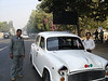 Met een Tata Embassador door Delhi.