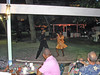 Donderdag 20 april een dansshow in de hoteltuin.